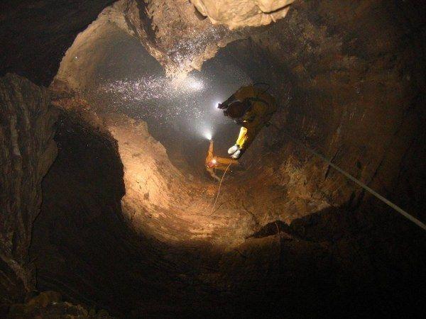 Гне находится самая глубокая пещера в мире
