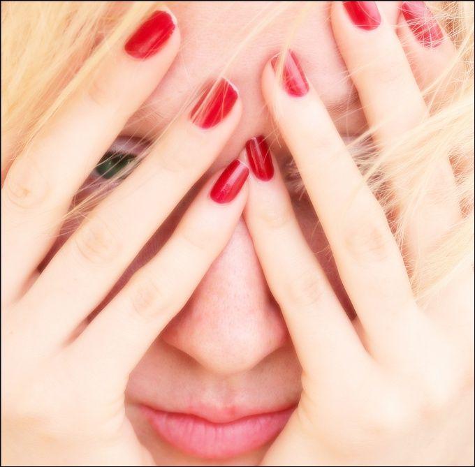 Как избавиться от красных пятен на лице