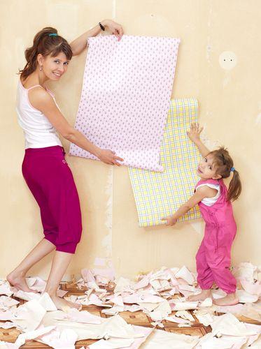 Как клеить потолки