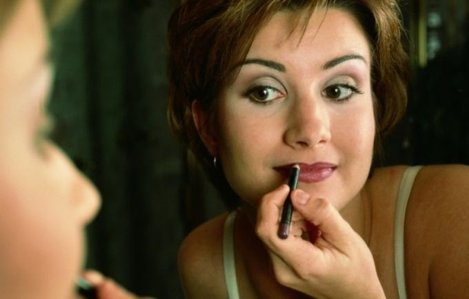 Как накладывать макияж