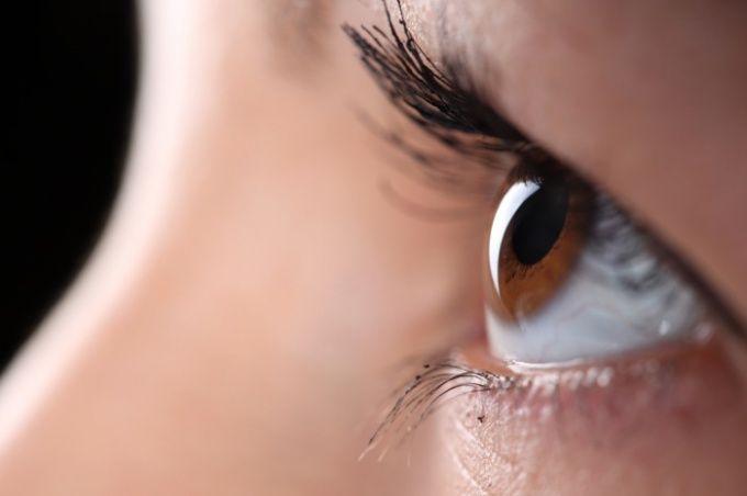 Как накрасить красиво карие глаза