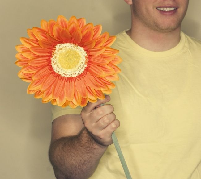 Как намекнуть парню на цветы