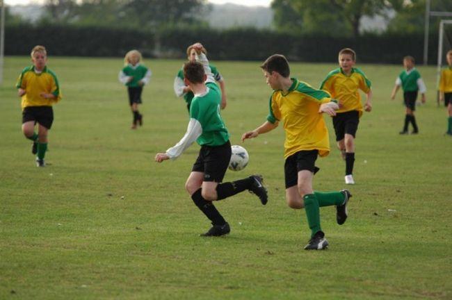 Как научить играть в футбол