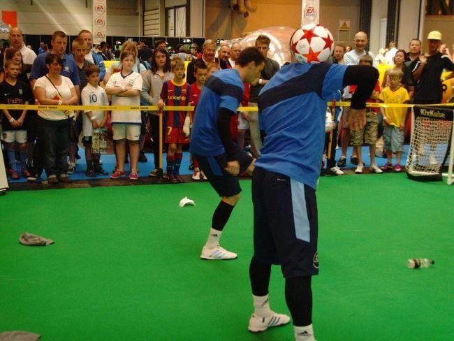 Как научиться футбольному фристайлу