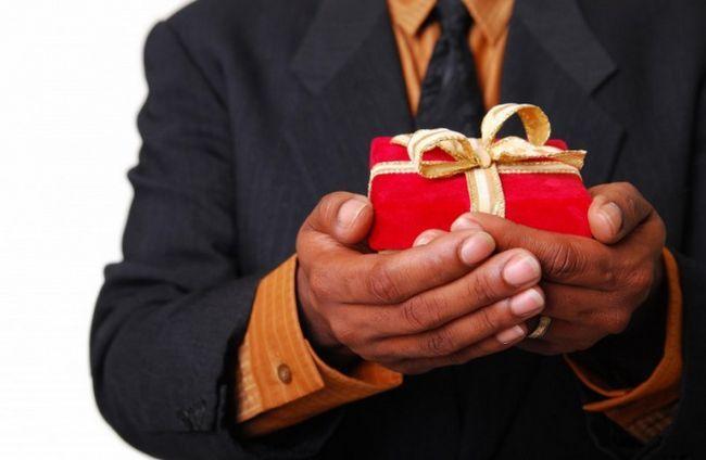 Как оригинально вручить подарок