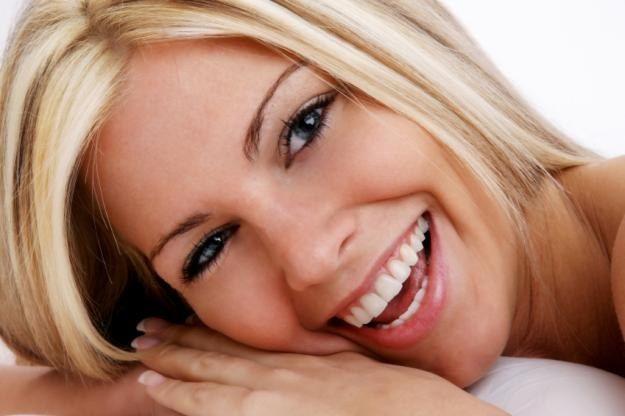 Как отбелить зубы без стоматолога