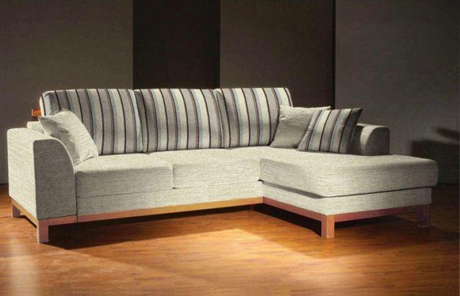 Как отмыть клей момент от обивки дивана