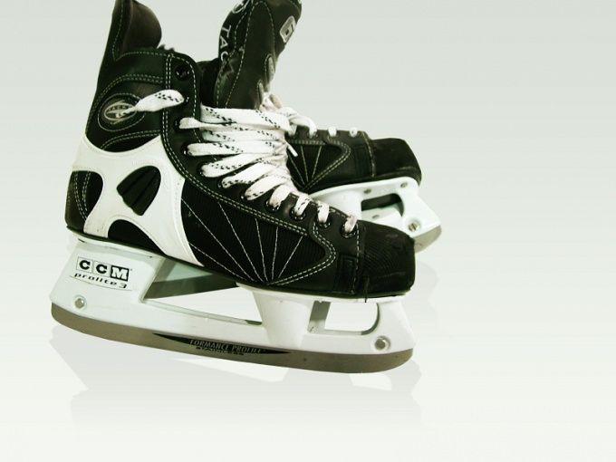 Как подобрать хоккейные коньки