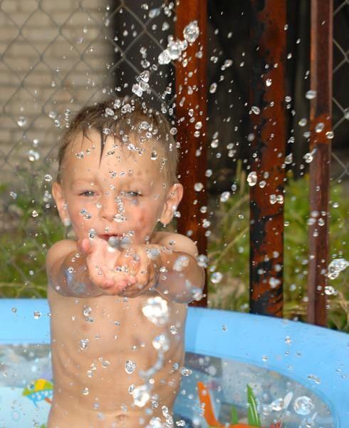 Как приучить ребёнка к воде