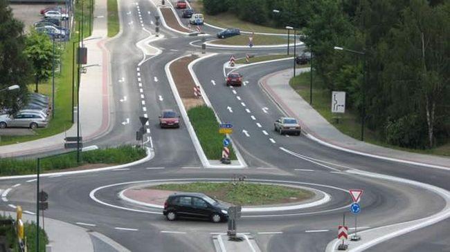 Как проезжать перекрёстки с круговым движением