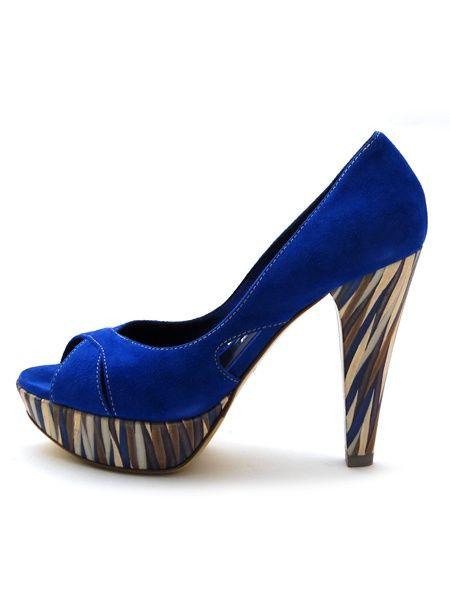 Как разносить замшевые туфли