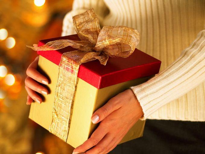 Как сделать другу подарок