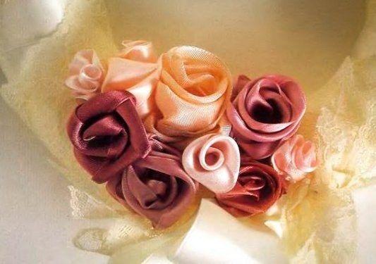 Розы из шелковой ткани