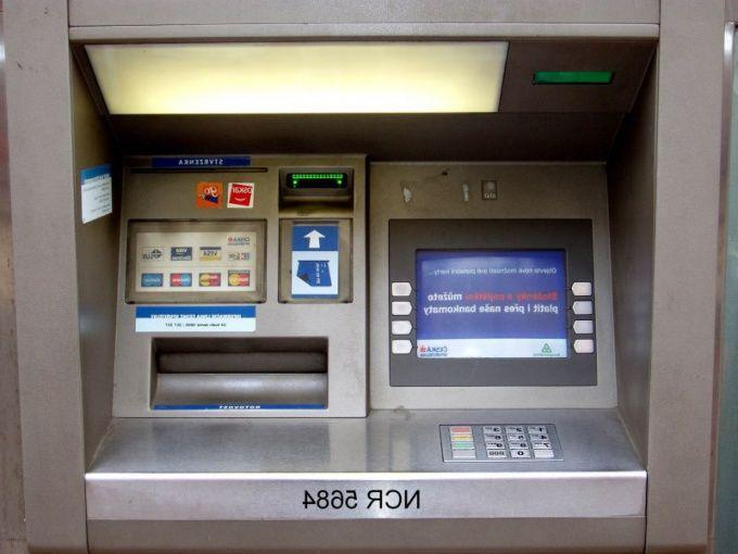 Как снять деньги в банкоматах