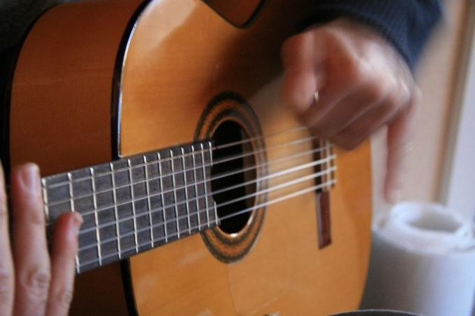 Как сыграть песню на гитаре