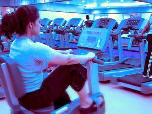 избавиться от жира помогут тренировки в фитнесс-центре