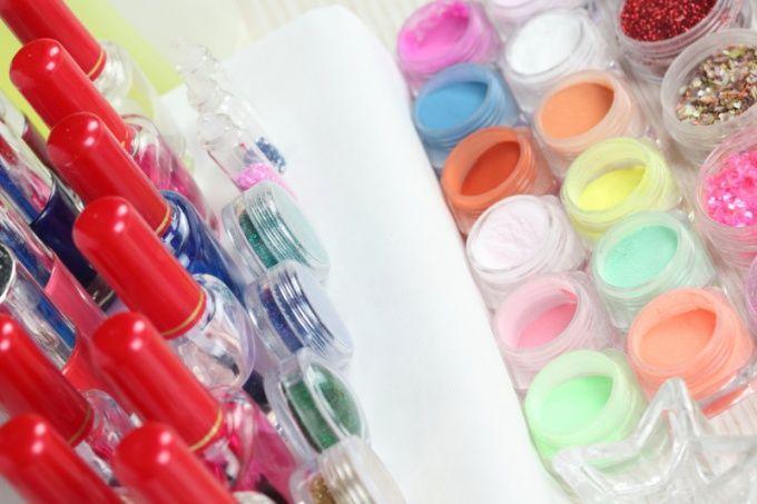 Как украшать ногти