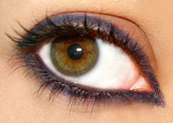 Как увеличить глаза визуально
