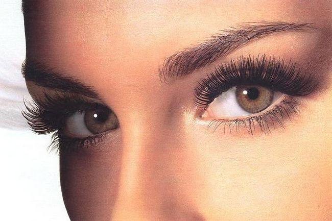 Как визуально увеличить карие глаза