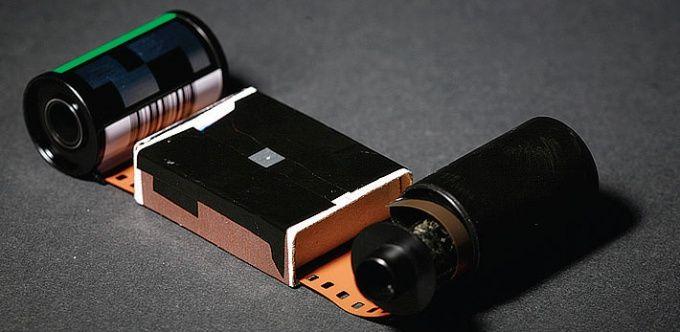 Как вставить пленку в фотоаппарат