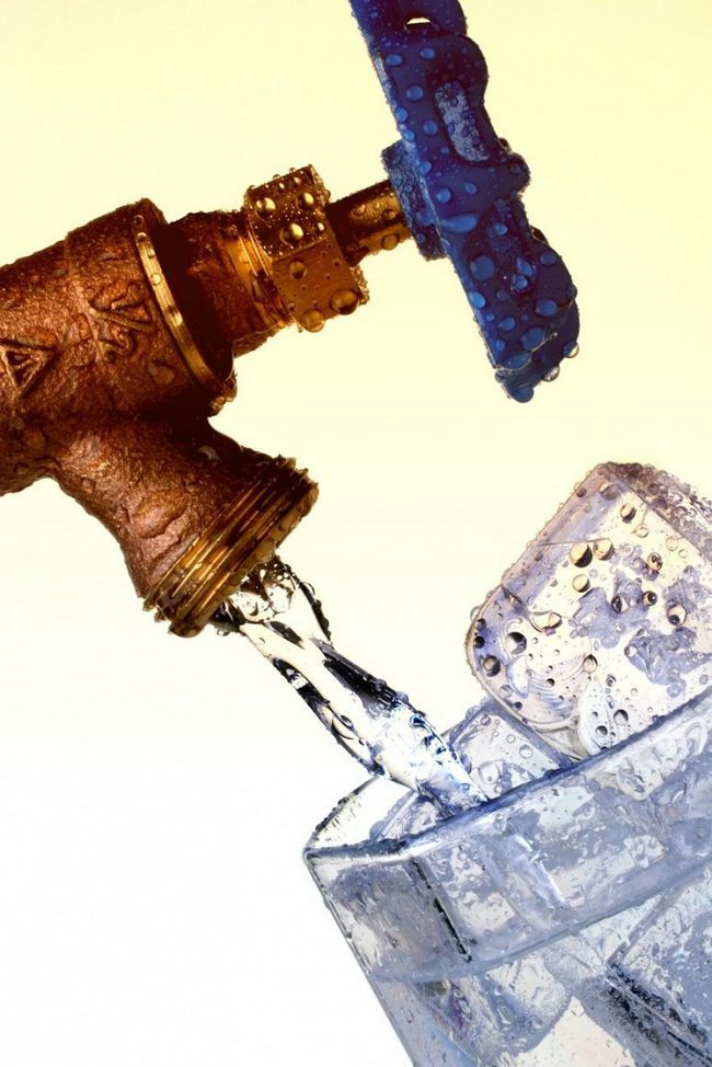 Как замораживать воду для питья