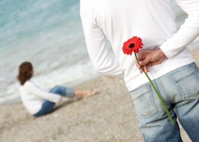 Какие цветы подарить жене