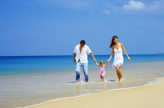 Куда поехать на море с маленьким ребенком