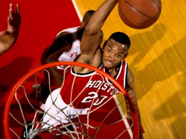 На какой высоте находится баскетбольное кольцо