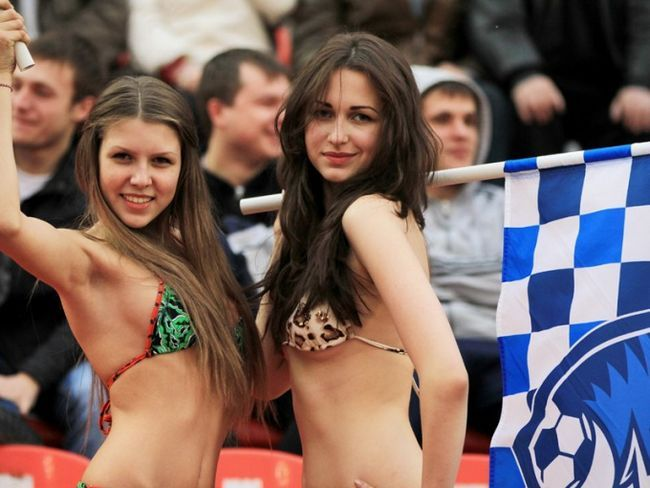 Почему девушки обычно не любят футбол