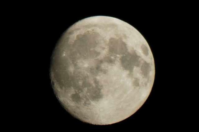 Почему мы видим одну сторону луны