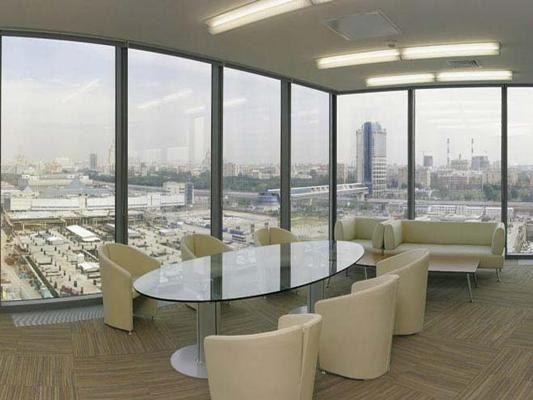 Почему объем строительства офисов в москве упал на треть