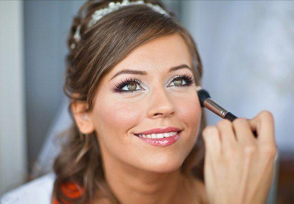 Преимущества салона красоты перед домашним макияжем для невесты