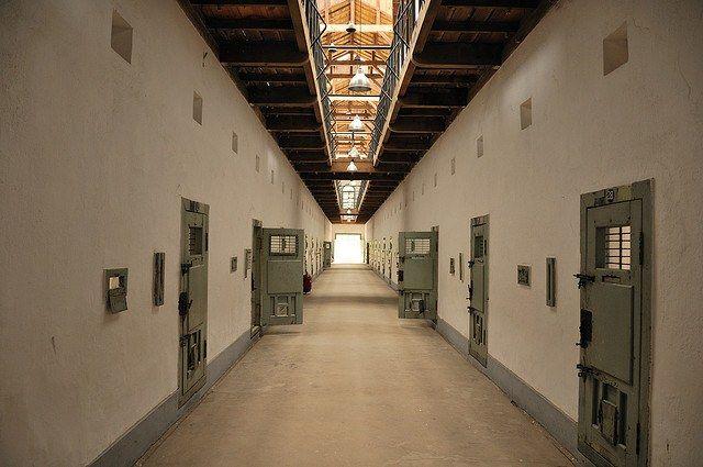 Двери тюрьмы открыты для всех