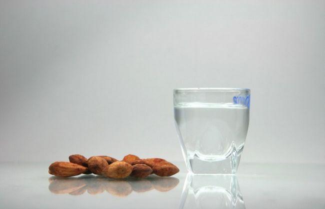 Как из спирта приготовить водку, настойку, ликер