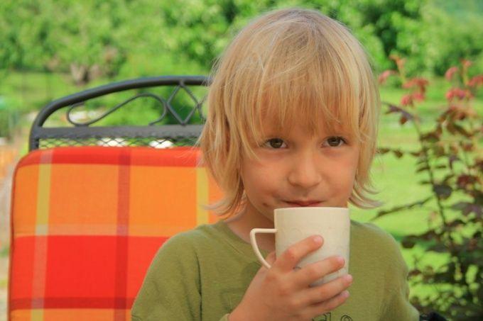 Как лечить ребенка народными средствами