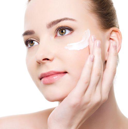 Как нанести крем на глаза