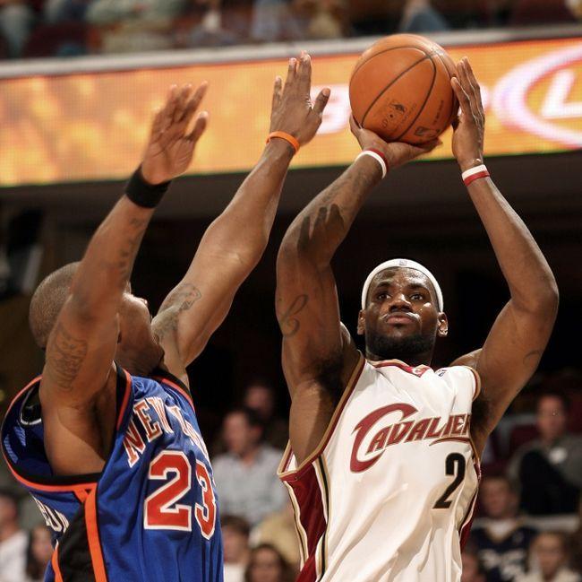 Как научиться правильно кидать мяч в баскетболе