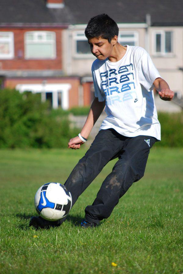 Как пинать по мячу