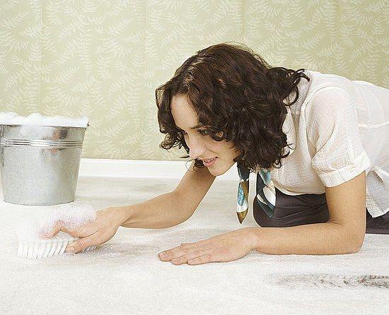Как почистить светлый ковер