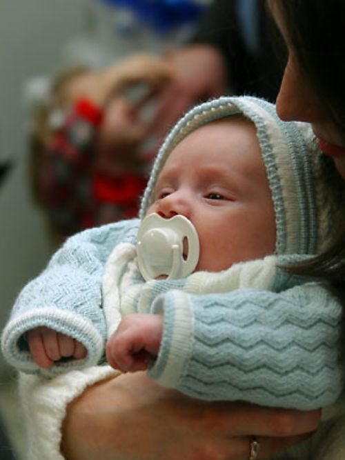 Как проверить слух новорожденного