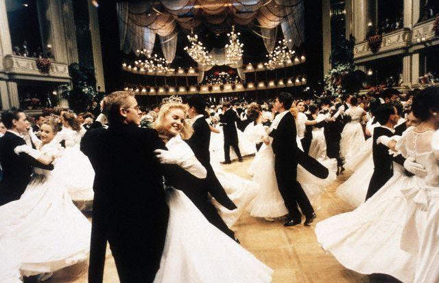 Как танцевать вальс на свадьбе