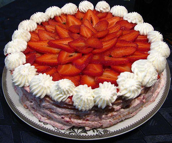 Как украсить торт сливками