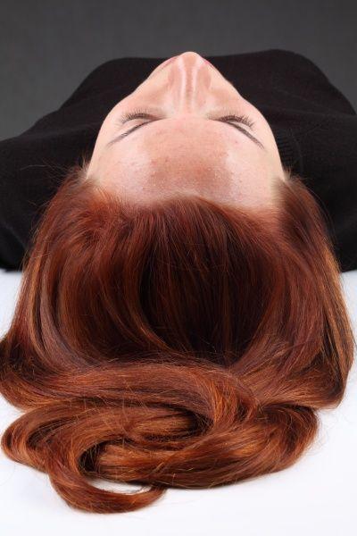 Как выровнять цвет волос